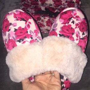 NWT VS Floral Dust Bag & Slippers sz L (9-10)